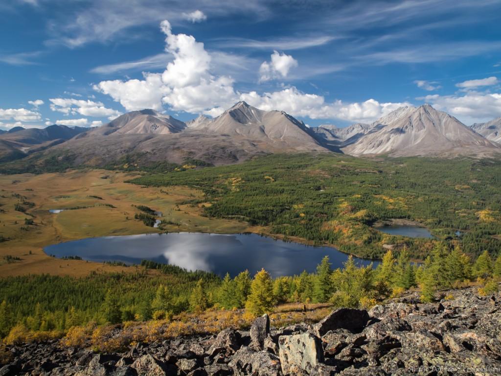 Озеро Шара-нуур и хребет Большой Саян
